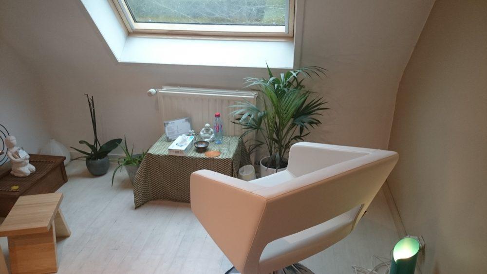 Le massage crânien, pratiqué assis et installé dans un fauteuil ultra confortable